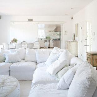 ロサンゼルスの中くらいのシャビーシック調のおしゃれなLDK (白い壁) の写真