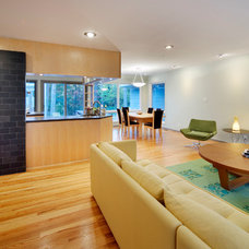 Modern Living Room by Maplewood Building Company