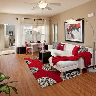 Cette photo montre un salon tendance avec un sol en bambou.