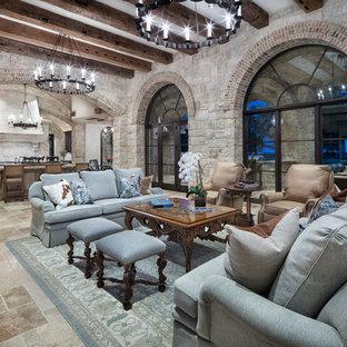 Ejemplo de salón para visitas abierto, mediterráneo, grande, con paredes beige