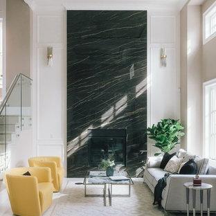 Imagen de salón para visitas abierto, minimalista, grande, sin televisor, con paredes blancas, suelo de mármol, chimenea tradicional, marco de chimenea de baldosas y/o azulejos y suelo blanco