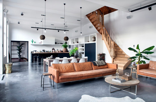 Industrial Living Room by ATELIER SPACE