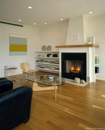 Modern Living Room by r.e.a.l.  ronald evitts architect llc