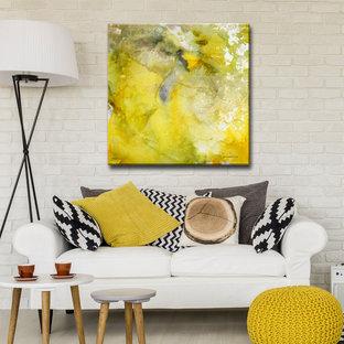 Imagen de salón abierto, minimalista, grande, sin chimenea y televisor, con paredes beige