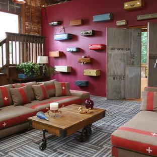 ポートランドのインダストリアルスタイルのおしゃれなリビング (赤い壁) の写真