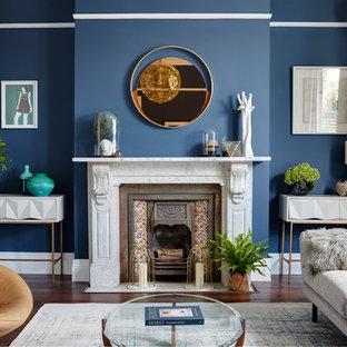 Ejemplo de salón para visitas contemporáneo, grande, sin televisor, con paredes azules, suelo de madera oscura y estufa de leña