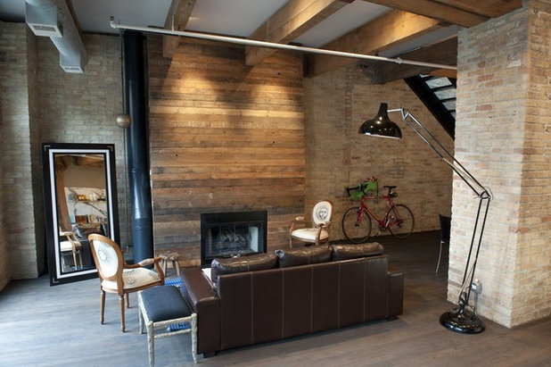 Rustic Living Room by moss