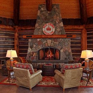 ミルウォーキーの大きいトラディショナルスタイルのおしゃれなリビング (薪ストーブ、石材の暖炉まわり) の写真