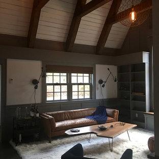 Immagine di un piccolo soggiorno classico stile loft con pareti grigie, pavimento in ardesia, camino classico, cornice del camino in pietra, parete attrezzata e pavimento grigio