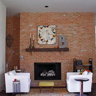 Imagen de salón industrial con suelo de madera oscura, chimenea tradicional y marco de chimenea de ladrillo