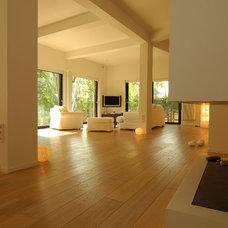 Modern Living Room by NAFSIKA TZANOU