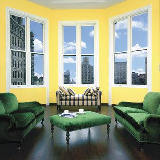 アトランタの大きいトランジショナルスタイルのおしゃれなLDK (フォーマル、黄色い壁、濃色無垢フローリング、茶色い床) の写真