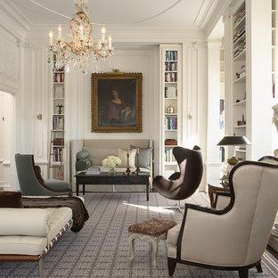 Immagine di un grande soggiorno chic chiuso con libreria, pareti bianche, nessuna TV, parquet scuro e camino classico
