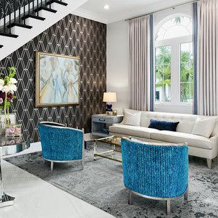 Cette image montre un grand salon traditionnel ouvert avec une salle de réception, un sol en carrelage de porcelaine, aucune cheminée, aucun téléviseur, un sol blanc et un mur multicolore.