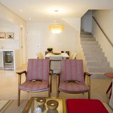 Contemporary Living Room by Regina Meira