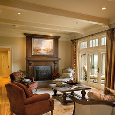 Traditional Living Room by FREEMAN & MAJOR ARCHITECTS