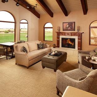 フェニックスの中くらいのトランジショナルスタイルのおしゃれなLDK (ベージュの壁、標準型暖炉、テレビなし、カーペット敷き、タイルの暖炉まわり) の写真
