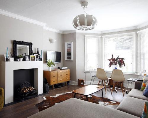 Soggiorno con stufa a legna e pavimento in laminato - Foto e Idee per Arredare