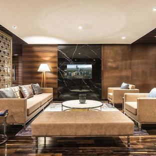 Imagen de salón abierto, minimalista, de tamaño medio, con paredes marrones, suelo de madera oscura y suelo negro