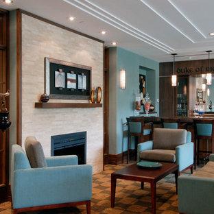Esempio di un grande soggiorno design aperto con angolo bar, pareti blu, camino classico, cornice del camino in pietra e nessuna TV