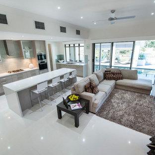 Salon avec un sol en carrelage de céramique Brisbane ...