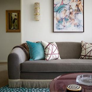 Inspiration för ett mellanstort eklektiskt separat vardagsrum, med ett finrum, vita väggar, heltäckningsmatta, en dold TV och turkost golv