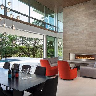 Ispirazione per un soggiorno minimal di medie dimensioni e aperto con sala formale, pareti bianche, pavimento in pietra calcarea e camino lineare Ribbon