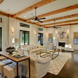 Idée de décoration pour un très grand salon méditerranéen avec un mur beige et une cheminée standard.
