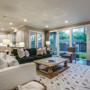 ダラスの大きいコンテンポラリースタイルのおしゃれなLDK (フォーマル、ベージュの壁、無垢フローリング、標準型暖炉、木材の暖炉まわり、壁掛け型テレビ、茶色い床) の写真