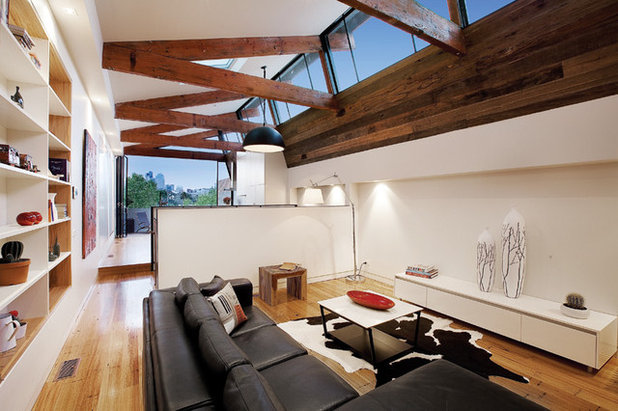 Industrial Living Room by K+ARchitects