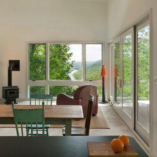 Ejemplo de salón abierto, actual, pequeño, sin televisor, con paredes blancas, suelo de cemento y estufa de leña