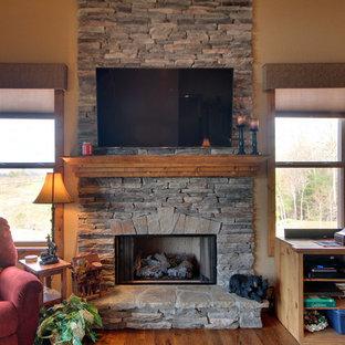 アトランタの中サイズのおしゃれなLDK (フォーマル、ベージュの壁、無垢フローリング、吊り下げ式暖炉、石材の暖炉まわり、壁掛け型テレビ) の写真