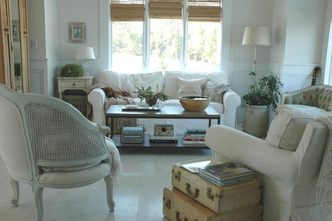 Shabby-chic Style Living Room by Home & Harmony