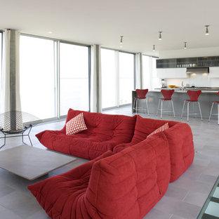 Foto de salón abierto, moderno, con paredes blancas