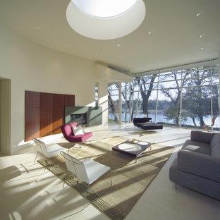 Foto de salón para visitas abierto, moderno, grande, sin televisor, con paredes blancas, suelo de piedra caliza, chimenea lineal y marco de chimenea de hormigón