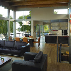 contemporary living room by McClellan Architects