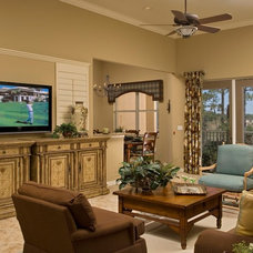 Traditional Living Room by Peggy Oberlin Interiors, Inc.
