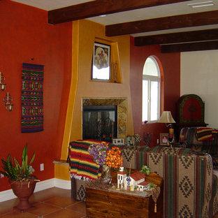 Foto de salón abierto, clásico, de tamaño medio, sin televisor, con parades naranjas, suelo de baldosas de cerámica y chimenea tradicional