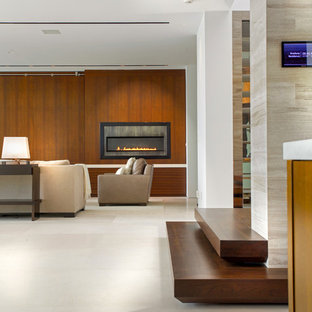 Foto de salón para visitas abierto, moderno, grande, con paredes marrones y suelo blanco