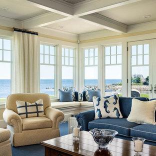 Esempio di un soggiorno stile marino di medie dimensioni e aperto con pareti gialle, pavimento in legno massello medio, cornice del camino in mattoni, sala formale e nessuna TV
