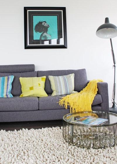 Contemporary Living Room by iroka