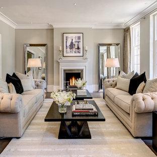 Diseño de salón clásico renovado con paredes grises