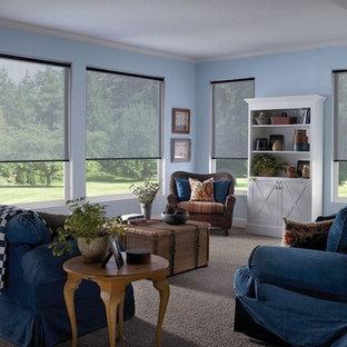 Inspiration för mellanstora klassiska separata vardagsrum, med ett finrum, blå väggar, heltäckningsmatta och beiget golv