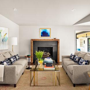 Esempio di un soggiorno chic con sala formale, pareti grigie, moquette, camino classico, cornice del camino in pietra e pavimento giallo