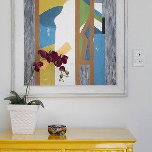 Foto di un soggiorno moderno di medie dimensioni e aperto con angolo bar e pavimento con piastrelle in ceramica