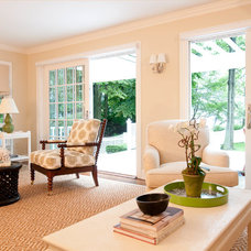 Traditional Living Room by oomph