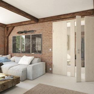 他の地域の中サイズのインダストリアルスタイルのおしゃれな独立型リビング (フォーマル、茶色い壁、暖炉なし、テレビなし、白い床) の写真