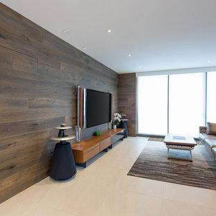 シドニーの中くらいのモダンスタイルのおしゃれなLDK (セラミックタイルの床、白い床、フォーマル、茶色い壁、壁掛け型テレビ) の写真
