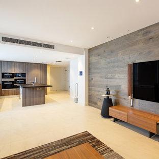 Ejemplo de salón para visitas abierto, moderno, de tamaño medio, con suelo de baldosas de cerámica, suelo blanco, paredes marrones y televisor colgado en la pared