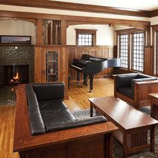 Craftsman Living Room by Seavey Builders, Inc.